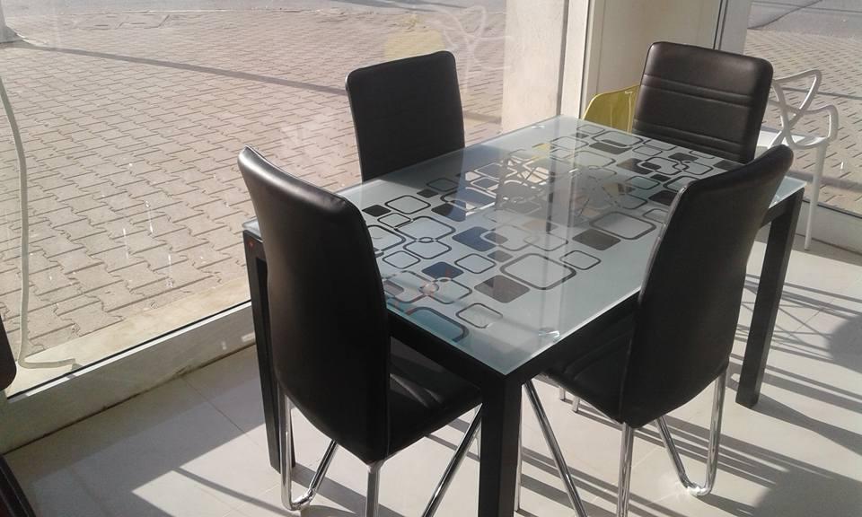 table anis+04 chaise semi cuir - Meubles et décoration Tunisie