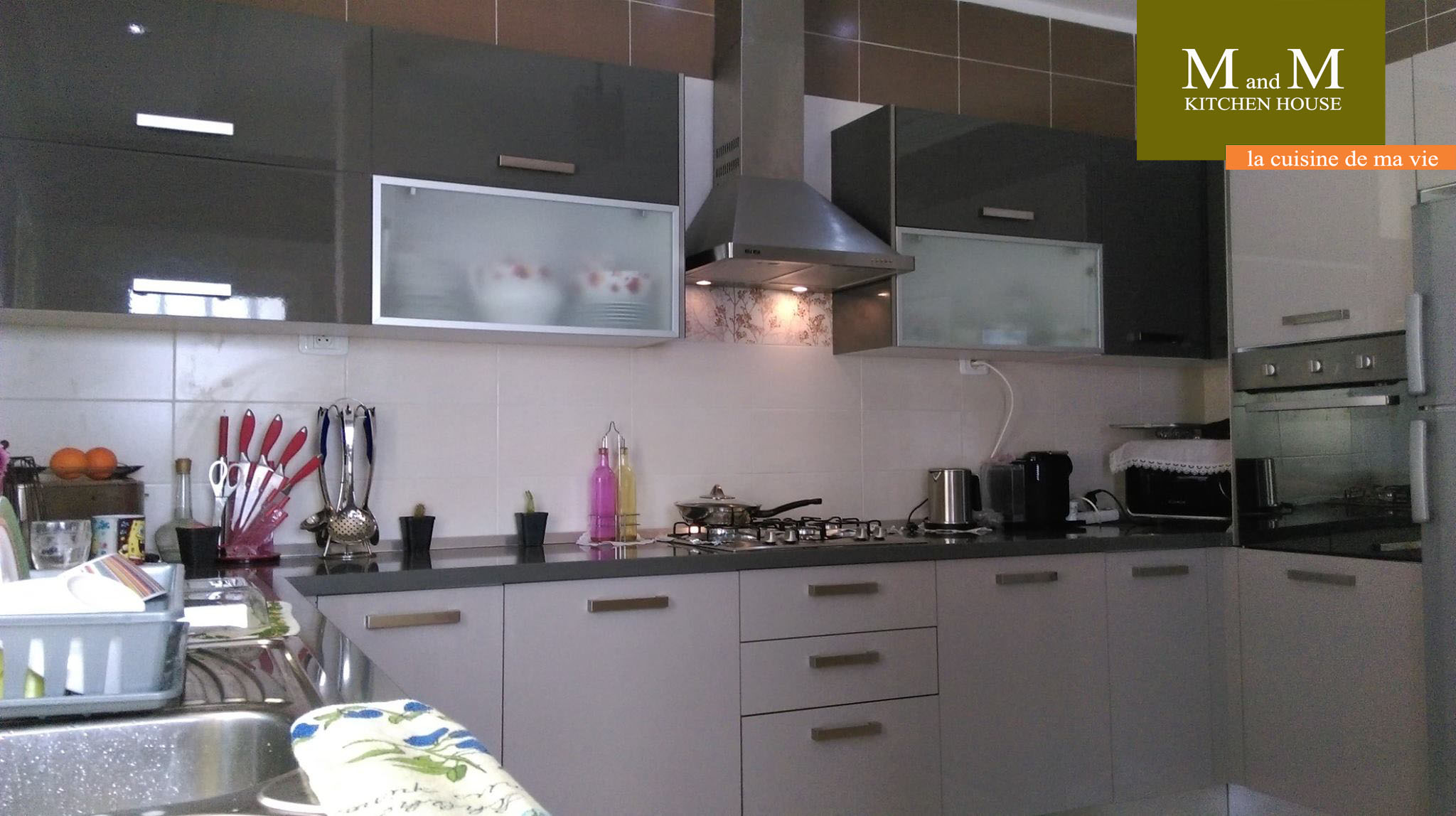 Cuisine encastrable grise et gr ge meubles et d coration - Tv encastrable cuisine ...