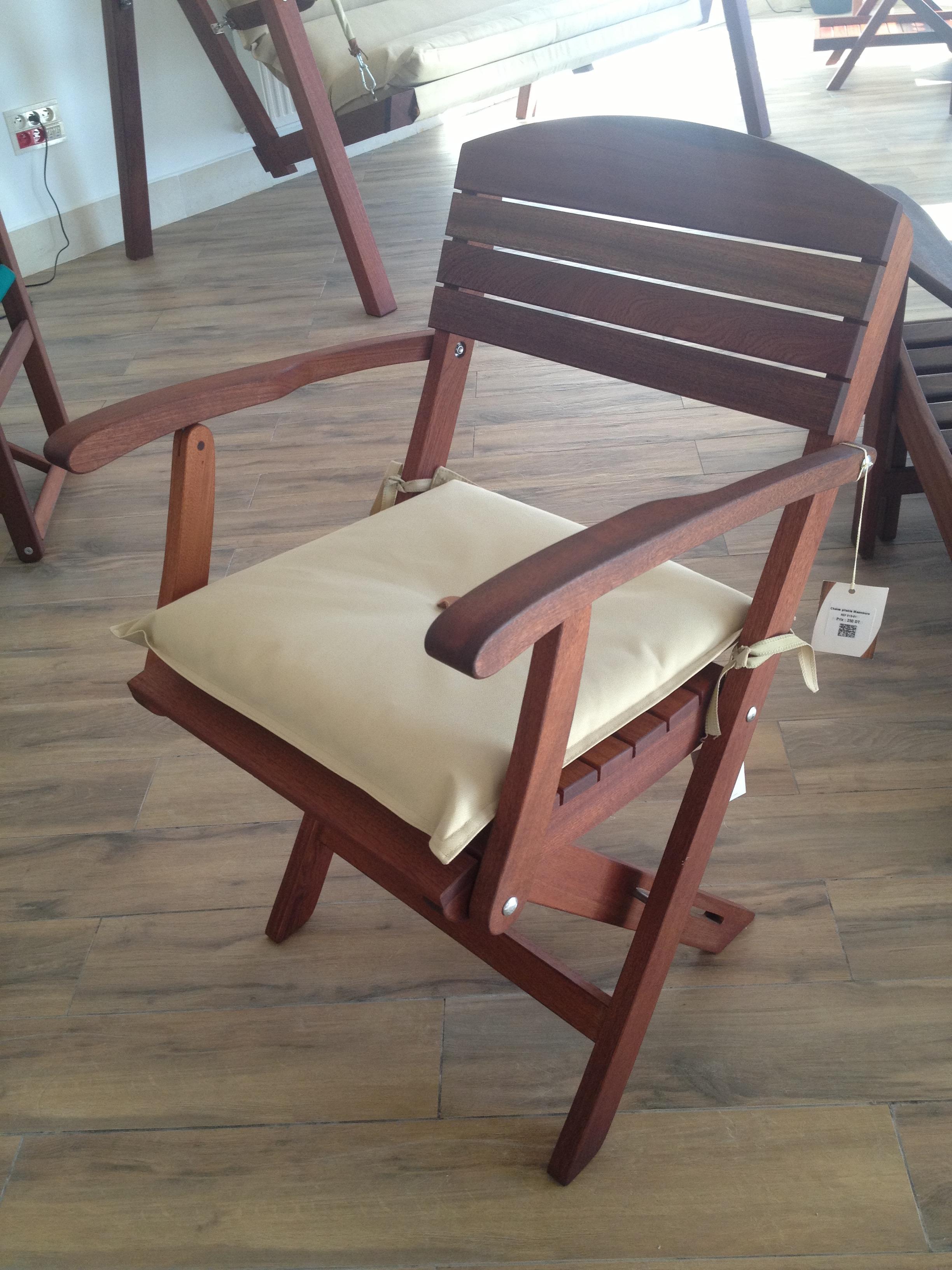 Chaise pliable maamoura avec accoudoirs meubles et for Chaise pliable
