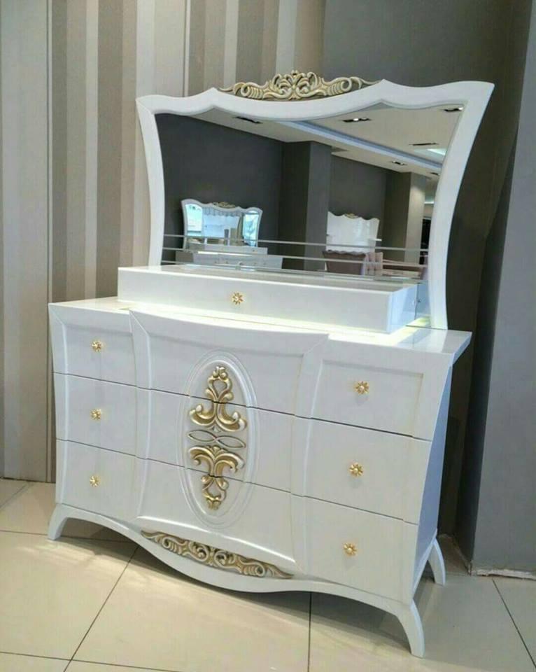 chambre a coucher rose et blanc meubles et d coration. Black Bedroom Furniture Sets. Home Design Ideas