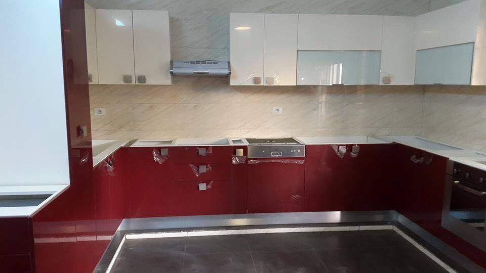 Cuisine rouge bordo beige brillant meubles et for Article de cuisine en ligne
