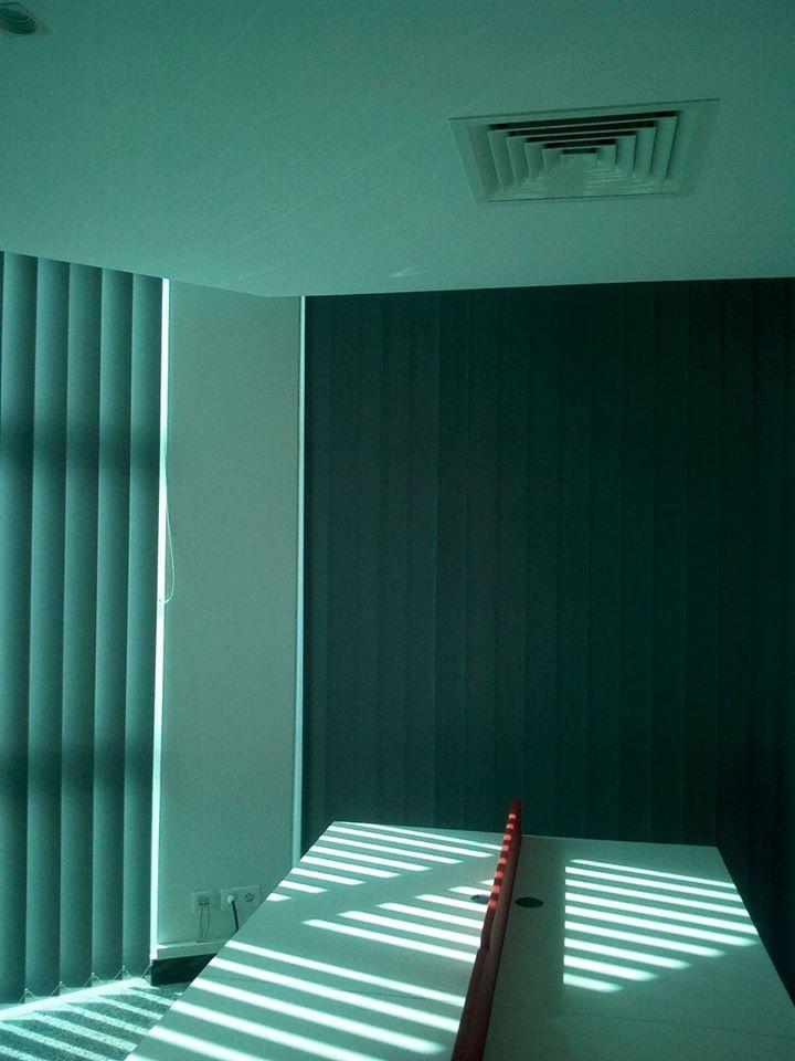 Le store a bandes verticales meubles et d coration tunisie for Store bande verticale marseille